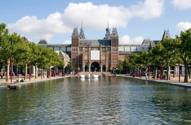 museumplein-museum-square-and-rijksmuseum-amsterdam-photo_1345792-770tall