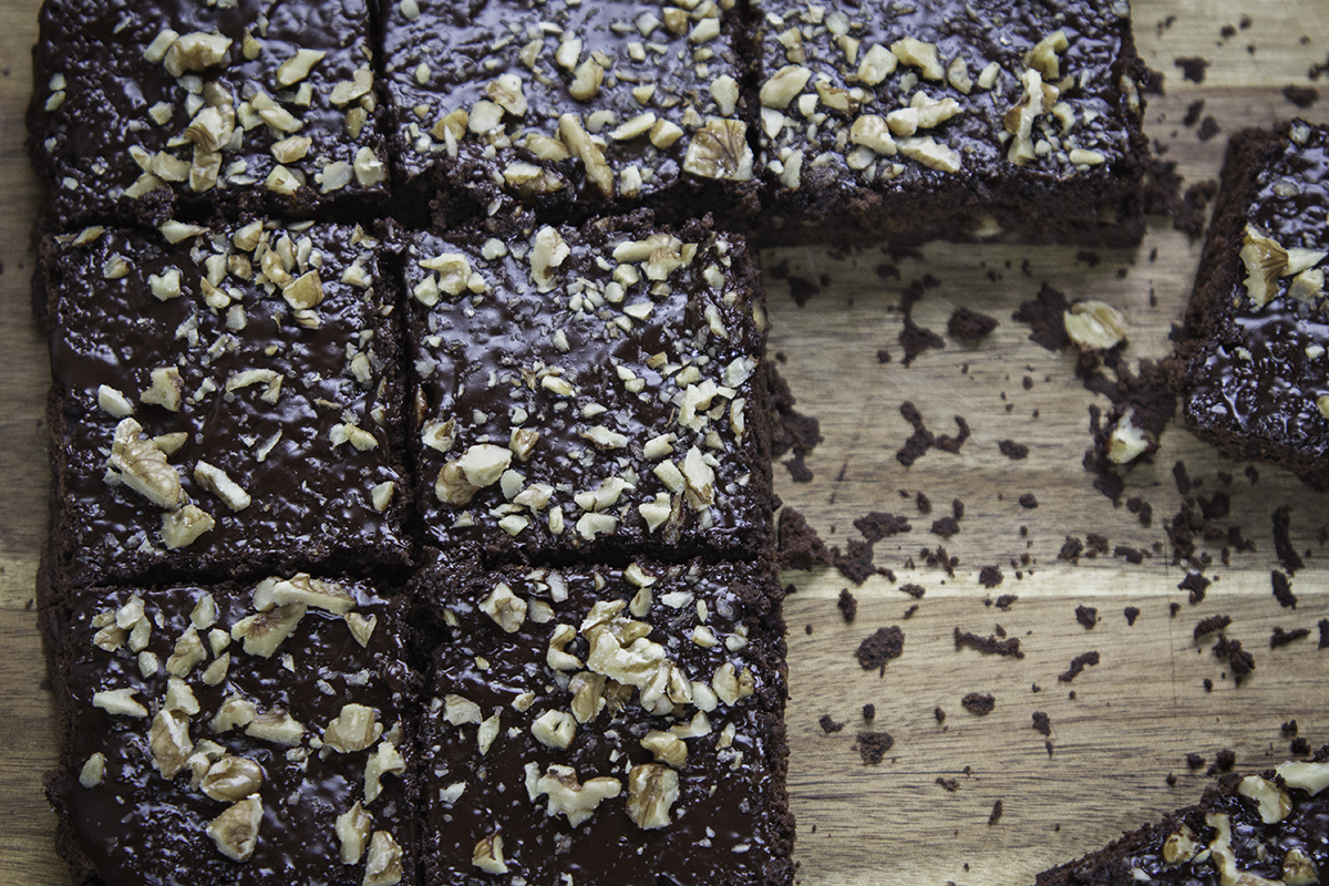 Vegan coffee & walnut brownies