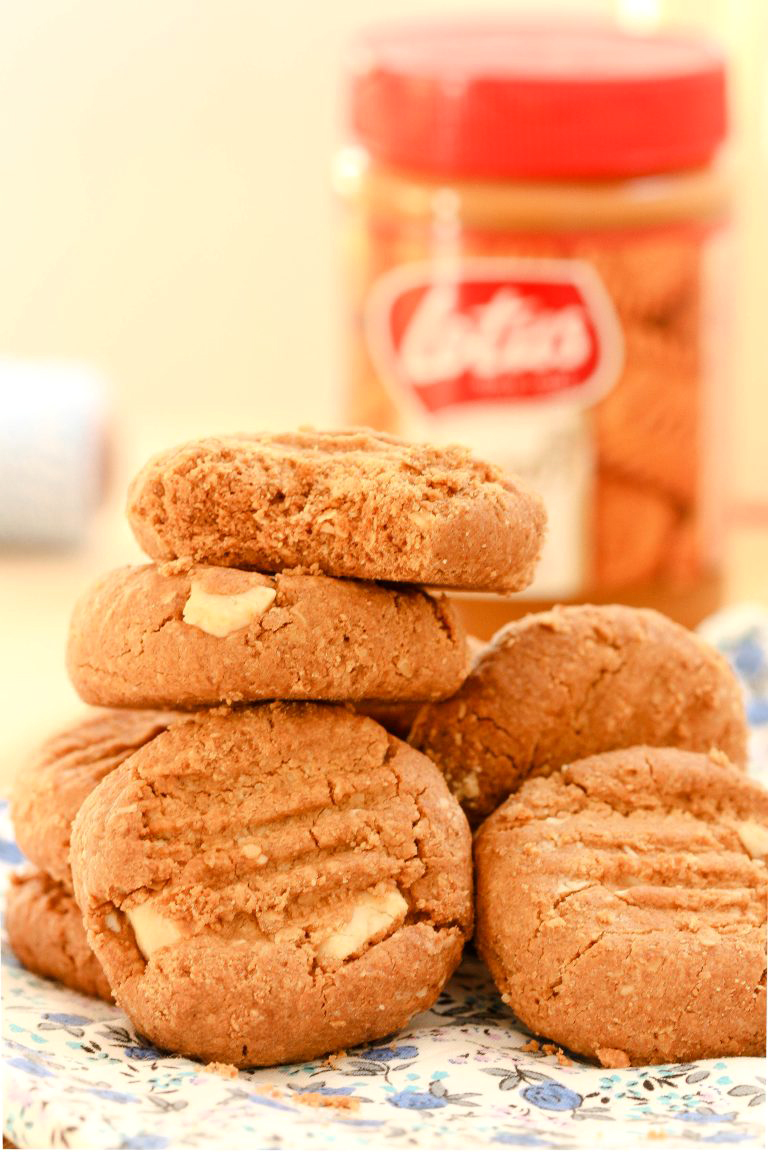 White chocolate speculoos cookies