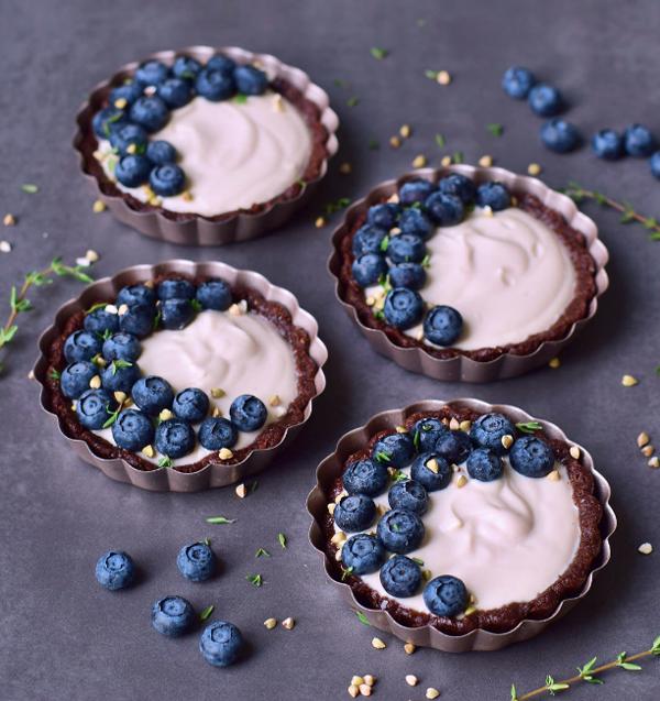 Four vegan cheesecake tarts