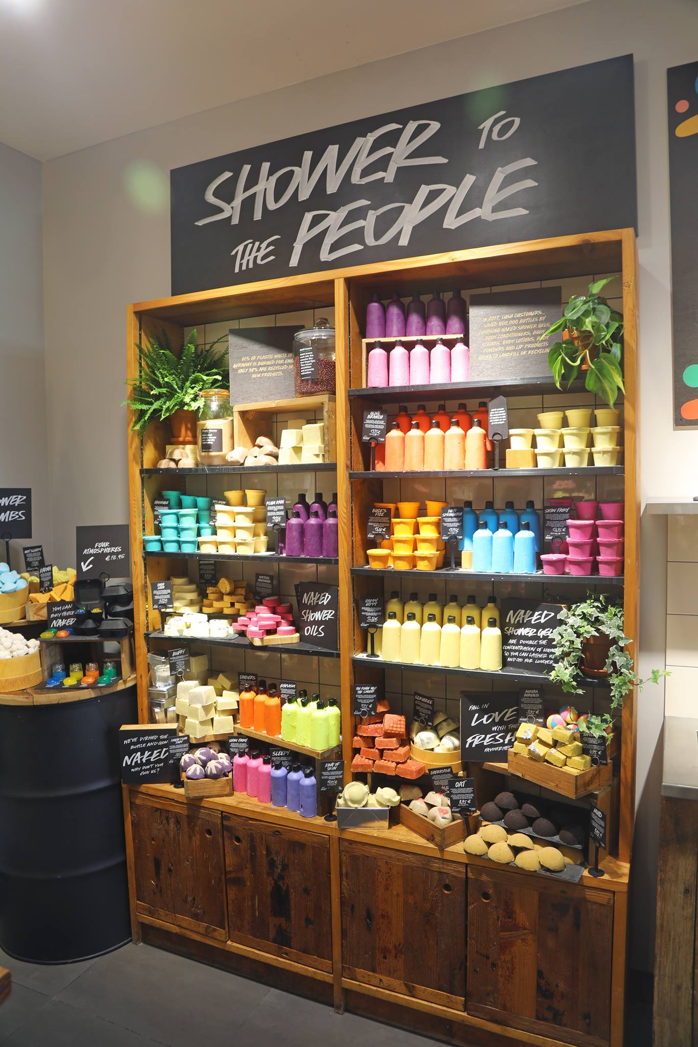 Lush Cosmetics to open a plastic-packaging free 'naked ...