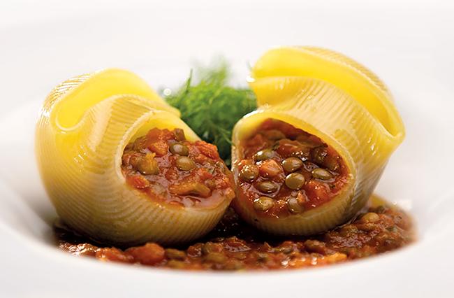 Lumaconi with lentils ragout